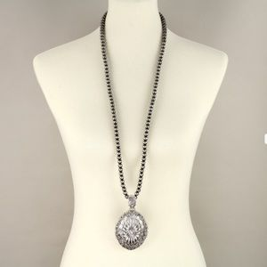 Jewelry - Chunky Concho Navajo Style Pearl Necklace